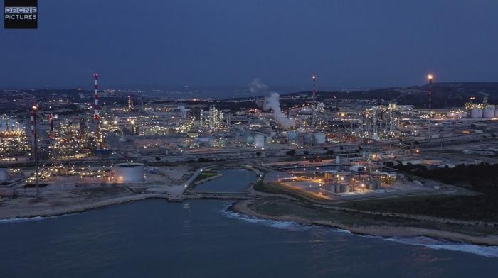 Vue aérienne d'une raffinerie Inéos à Martigues, Bouches-du-Rhône, prise de vue par drone © Drone-Pictures Marseille