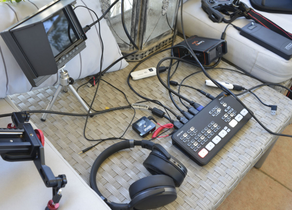 Dispositivo portátil para transmissão ao vivo por drone via mini-régie vídeo _DS13016 cópia
