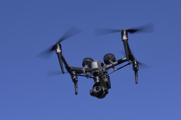 En vol le Drone Inspire 2 avec Nacelle Zenmuse X7 et Laowa 9mm - © Drone-Pictures_1122156